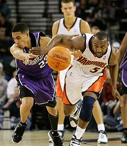 Golden State Warriors point guard Baron Davis is undergoing knee surgery.